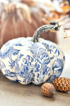 BLUE AND WHITE pumpkins are so easy to make. Just 3 things needed to make gorgeous CHINOISERIE pumpkins! Create a beautiful blue and white patterned pumpkin! Fun Diy Crafts, Fall Crafts, Halloween Crafts, Diy Pumpkin, Pumpkin Crafts, Autumn Decorating, Pumpkin Decorating, White Pumpkins, Fall Pumpkins