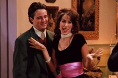 Janice's Voice on 'Friends' Isn't Maggie Wheeler's Real Voice and Nothing Makes Sense Anymore Serie Friends, Friends Gif, Friends Tv Show, Janice Friends, Chandler Bing Quotes, Friend Quiz, Monica And Chandler, Good Kisser, Early 2000s Fashion
