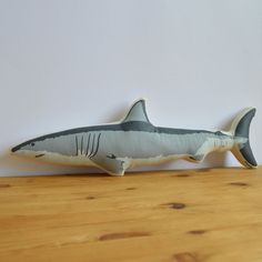 Pluche Shark kussen van shannonbroder op Etsy