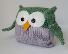 Hey, j'ai trouvé ce super article sur Etsy, chez https://www.etsy.com/fr/listing/62593025/tooley-owl-toy-knitting-pattern