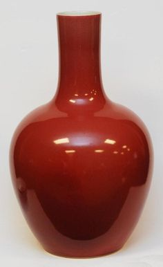 CHINESE OXBLOOD GLAZE DAOGUANG PORCELAIN VASE : Lot 671 Japanese Porcelain, Porcelain Clay, Ceramic Clay, Ceramic Vase, China Porcelain, Ceramic Pottery, Vase Shapes, Chinese Ceramics, Ginger Jars