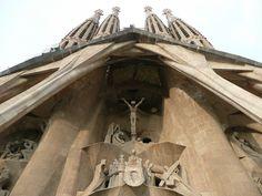 Fachada de la Pasión de la Sagrada Familia. (Fotografía de Juan Pablo Valenzuela tomada el 17 de septiembre de 2008.)