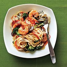 Creamy Linguine with Shrimp and Veggies Recipe from Cooking Light - (I make it with whole wheat pasta). (healthy pasta recipes with brocolli) Healthy Recipes On A Budget, Veggie Recipes, Seafood Recipes, Dinner Recipes, Skinny Recipes, Veggie Food, Cooking Light Recipes, Cooking On A Budget, Budget Meals