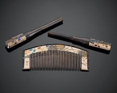 Early Showa Period Comb Set ~ Floral design done in lacquer and shell inlays.