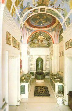 El cuarto de baño del rey, con suelo y sanitarios de autentico marmol.
