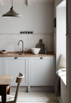 Soft and neutral kitchen.