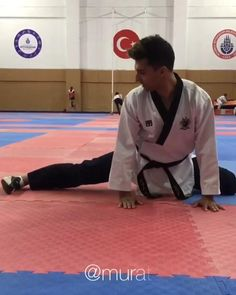 Mixed Martial Arts Training, Kung Fu Martial Arts, Martial Arts Workout, Kickboxing Workout, Gym Workout Videos, Gym Workout For Beginners, Fight Techniques, Martial Arts Techniques, Self Defense Moves
