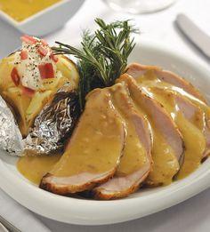 LOMO DE CERDO EN SALSA DE MOSTAZA ( 6 porciones)INGREDIENTES- Para el lomo -• 1 Kg de lomo de cerdo rebanado• 1 cucharadita de sal• 1 cucharadita de pimienta• 2 cucharadas de aceite de oliva- P...