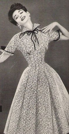 Dorian Leigh in a Lilli Ann Dress, 1954 : Dorian Leigh wearing Lilli Ann, Vintage Fashion 1950s, Fifties Fashion, Vintage Couture, Retro Fashion, 1950s Fashion Women, Vintage Models, Korean Fashion, Women's Fashion, Fashion Tips