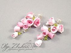 Jewelry set with white roses from polymer clay by polyflowers on DeviantArt Clay Keychain, Polymer Clay Bracelet, Polymer Clay Art, Clay Set, Polymer Clay Flowers, Beads And Wire, How To Make Earrings, Clay Creations, Handmade Flowers