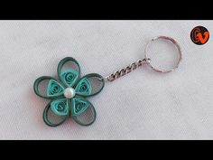 Quilling Keychain / How to make Paper Quilling Keychain How To Make Paper, Crafts To Make, Quilling Keychains, Decor Crafts, Diy Crafts, Paper Quilling, Quilling Ideas, Tutorial, Diy Paper