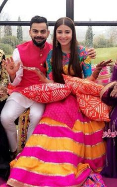 While we cannot get enough of Virat Kohli and Anushka Sharma's Wedding pictures, here are some of the pictures from the Mehendi ceremony.