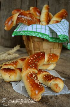 Bakery Rolls Recipe (the site is in Croatian, and the translation is interesting to say the least, but if you have baked bread before you won't have any trouble)  http://moje-grne.com/2013/06/14/pekarske-kifle/