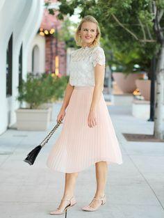 24 Outfits with Pleated Skirt | How to Style (Modest outfits) Virtuosas com Estilo: 24 Looks com Saias Plissadas | Como Usar (Looks para evangélicas) Cute, romantic style, flats, no-heels. Look fofo, saia midi, estilo romântico, sapatilhas, sem salto.