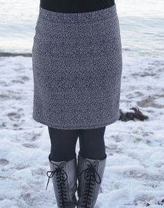 How to draft and sew an easy made-to-measure skirt in just an hour! Sewing Clothes Women, Diy Fashion, Womens Fashion, Fashion Fall, Summer Sweaters, Sewing A Button, Sewing For Beginners, Clothing Patterns, Sewing Tutorials