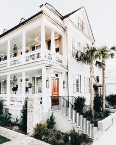 coastal home // home design // architecture // dream house // white exterior Houses Architecture, Architecture Design, Style At Home, Exterior Design, Interior And Exterior, Wall Exterior, Mansion Homes, Cute House, Dream House Exterior