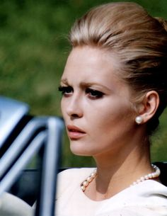 Faye Dunaway in publicity photo for The Thomas Crown Affair (Norman Jewison, 1968)
