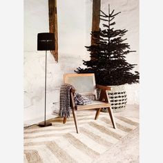 Madam Stoltz lounge stoel hout naturel 80 x 55 x 55 Lounge Chair, Bamboo Basket, Moving Furniture, Amazing Decor, Printed Cushions, Floor Cushions, Ladder Decor, Outdoor Chairs, Interior Decorating