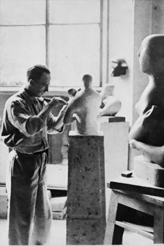 Parlo molto di questo immenso artista  durante le nostre passeggiate londinesi......Henri Moore