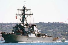 US Navy destroyer USS Ross, passing through Istanbul on her way to Ukraine. Photo: Yörük Işık.