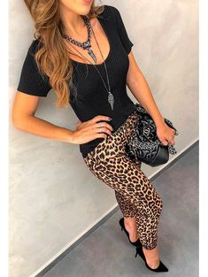 Leopard Pants Outfit, Printed Leggings Outfit, Leopard Print Outfits, Animal Print Outfits, Look Fashion, Fashion Outfits, Womens Fashion, Fashion Night, Fall Outfits