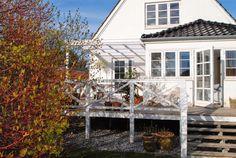 Sikke dog et helt helt fantastisk vejr weekenden har budt på Garden Inspiration, Pergola, Cabin, Architecture, House Styles, Home Decor, Genere, Courtyards, Objects