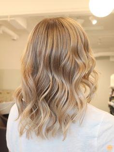Blonde Hair Looks, Blonde Hair With Highlights, Summer Hairstyles, Pretty Hairstyles, Hair Skin Nails, Hair Color And Cut, Hair Health, Balayage Hair, Hair Goals