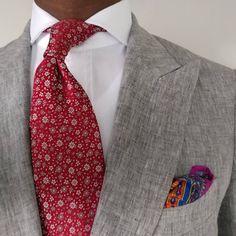 Hold on. Slow me down. Grey Suit Combinations, Color Combos, Mens Fashion Suits, Mens Suits, Designer Suits For Men, Paisley Dress, Suit And Tie, Black Men, Beautiful Men