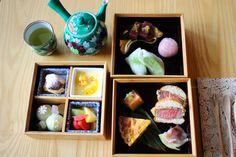 京都駅から徒歩圏内!「ホテル カンラ 京都」のカフェでいただく、お重入りのアフタヌーンティーセット ことりっぷ