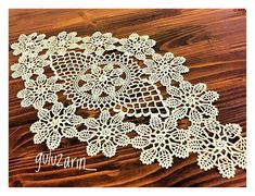 Konsolentischdecke Spitze – Handcrafted Hobbies - My CMS Crochet Lace Edging, Unique Crochet, Filet Crochet, Beautiful Crochet, Crochet Doilies, Crochet Yarn, Crochet Patterns, Crochet Table Topper, Crochet Tablecloth