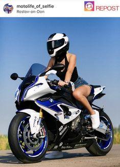 Girls on bike (motorcycle) girls biker Lady Biker, Biker Girl, Motorbike Girl, Motorcycle Girls, R15 Yamaha, Biker Chic, Super Bikes, Girls 4, Motorbikes