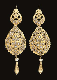 A pair of Moroccan rose-cut diamond inset gold earrings (Maticha) | Fez | 19th century.