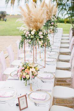 New Wedding Couple Table Floral Arrangements Ideas Wedding Table Centerpieces, Wedding Flower Arrangements, Wedding Decorations, Wedding Appetizer Table, Modern Floral Arrangements, Table Wedding, Table Arrangements, Decor Wedding, Diy Wedding