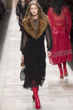 Gigi Hadid for Fendi fall/winter 2017 collection – Milan fashion week. #runway #fashion #milan #fashionweek #fabfashionfix #fendi #fall2017