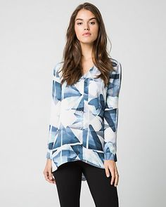 Looking for something pretty and sophisticated? This crêpe de chine button-front blouse and its funky geo print will never fail you.