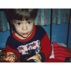 Harry Styles tweets adorable snapshot of himself as a child ❤ liked on Polyvore featuring one direction, harry styles, harry, 1d and pictures