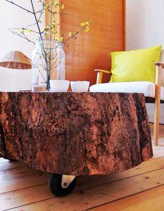 Tisch aus Baumstamm