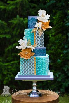 Cake by Bellaria Cakes Design using our Scalloped Lattice Silicone Onlay