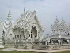 Wat Rong Khun - a Budhist temple in Chiang rai, Northern Thailand - builder Chalermchai Kositpipat