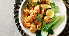 Satay noodles and meatballs 30 budget meals that are still a treat Mince Recipes, Pork Recipes, Asian Recipes, Cooking Recipes, Asian Foods, Maggi Recipes, Indonesian Recipes, Quick Cheap Dinners, Easy Dinners