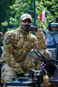 JW GROM is Poland's elite counter-terrorism unit. Airsoft, Military Special Forces, Fun World, Special Ops, Military Photos, Hats For Sale, Men In Uniform, Military Weapons, World History
