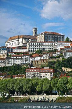 Foto: Coimbra. Dag 5: Douro Vallei - Coimbra (+/- 160 km) Een bezoek aan de universiteitsstad Coimbra loont zeker de moeite. De grootste Romeinse opgraving met prachtige mozaïekvloeren ligt in Conìmbriga. Overnachting in Quinta das Lagrimas 4* of Vila Gale Coimbra 4*.