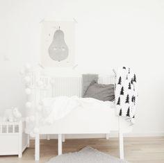 kids, children, room, white, interior, desing, modern, black and white, gray, nursery, wall art, balloons, blanket, tree, moomin, pear, rug, carpet. crib