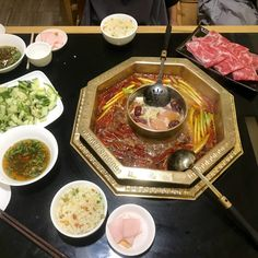 Kulinarisches aus China - ITCHY FEET Hot Pot, Peking, Table Settings, China, Food, Nth Root, Bamboo, Easy Meals, Essen