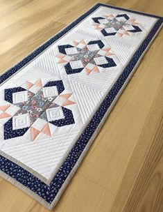 Quilted Table Runners Christmas, Table Runner And Placemats, Table Runner Pattern, Handmade Quilts For Sale, Quilt Block Patterns, Patchwork Patterns, Quilt Blocks, Quilting Designs, Quilt Design