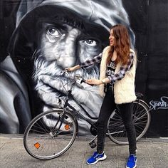 Another #CityBikes photo. This one by @vanessabrites in #Brussels. The Bike and #streetart  how cool is it? #picoftheday #city #belgium