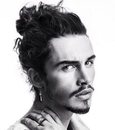 Goatee is solely a men's style where beard extends from the chin. Or, a typical chin beard just below the lower lip that exists nowhere besides chin. Goatee Styles, Hair And Beard Styles, Curly Hair Styles, Bun Styles, Curly Hair Man Bun, Bun Men, Man Bun Hairstyles, Pirate Hairstyles, Hairstyle Men