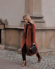 Oversized coat for life. Tap for details - for more check the link in bio. Terracota, Fall Outfits, Cute Outfits, Fashion Outfits, Fashion Bags, Work Outfits, Casual Outfits, Women's Fashion, Coat Outfit