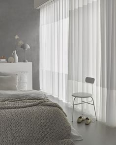 Simple bedroom curtain ideas gallery for small and large windows. Suite for master bedroom, kid bedroom, teen boy or girl bedroom, etc. Girls Bedroom Curtains, Bedroom Windows, Living Room Windows, New Living Room, Bedroom Wall, Master Bedroom, Bedroom Decor, Palette Bed, Cool Kids Bedrooms