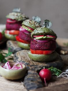 Hamburger Recipes, Veggie Recipes, Veggie Food, Mini Burgers, Veggie Burgers, Panna Cotta, Veggies, Table Decorations, Fruit